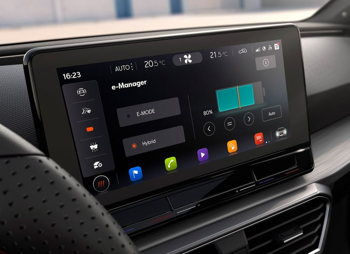 SEAT Leon 2020 eHybrid 10 inch navi system with phev screen detailed view